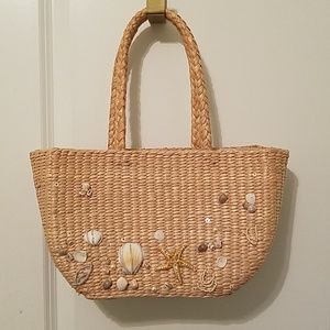 Straw purse with shells